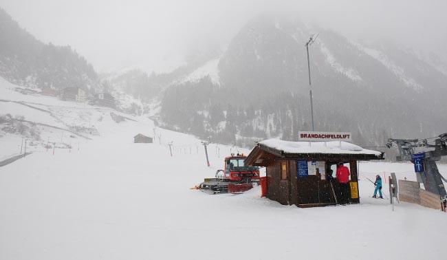 हुम्लामा हिमपात हुँदा स्थानीयवासी अचम्भित