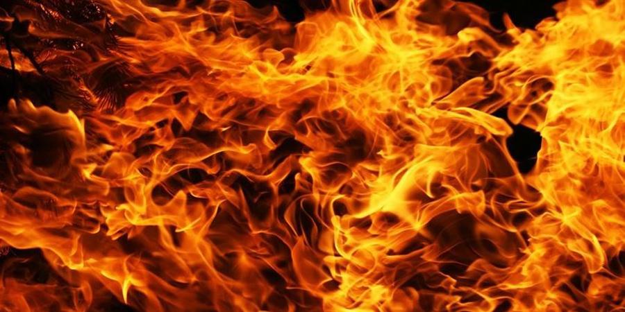तीन घर जलेर नष्ट