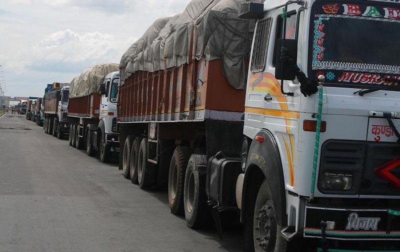 काँकडभिट्टा नाकाबाट ३० मालवाहक गाडी नेपाल भित्रिए