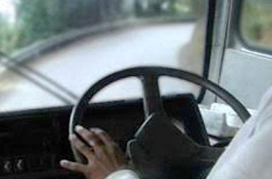 लामो दूरीमा २ चालक नराखे कारबाही