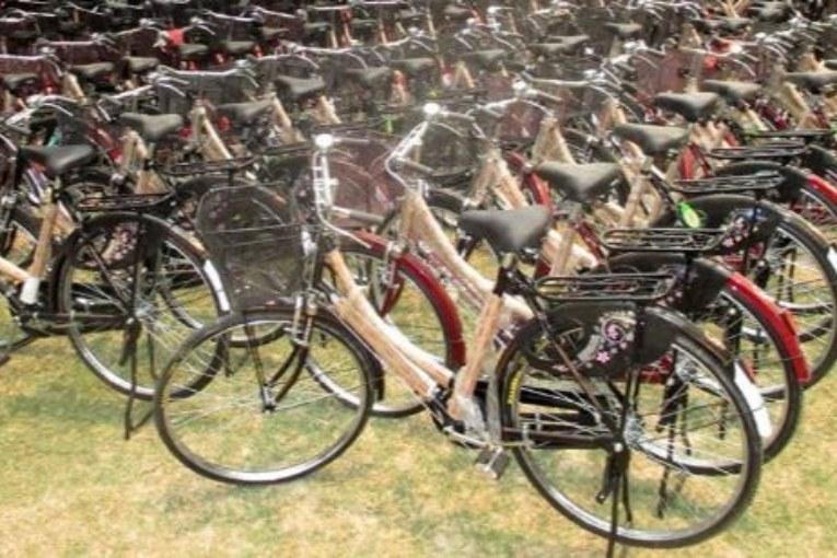 ५३ दलित छात्रालाई साइकल वितरण