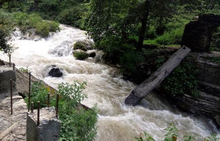 ४० वर्ष पुरानो काठेपुल बगाउँदा स्थानीय समस्यामा