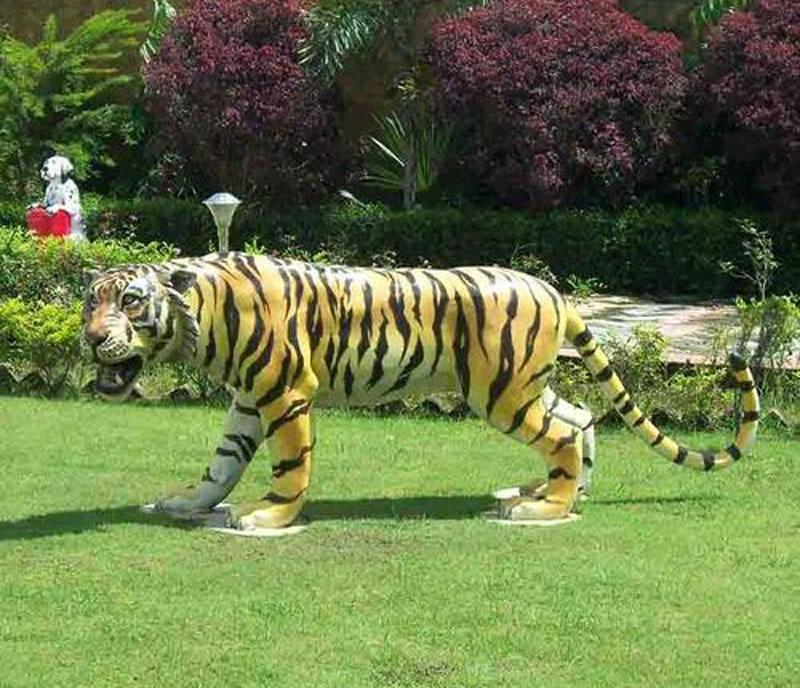 पर्यटक आकर्षित गर्न  बाघको मूर्ति