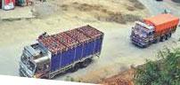 एक सय ४० भारतीय खसी र ट्रक सशस्त्रको नियन्त्रणमा