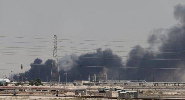 ड्रोन आक्रमणका कारण साउदी तेल उत्पादनमा आधा कटौती
