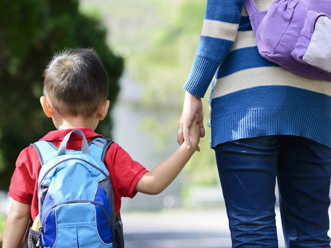 बच्चालाई स्कूल पठाउन हतार गर्ने अभिभावकहरूले बुझ्नै पर्ने कुरा