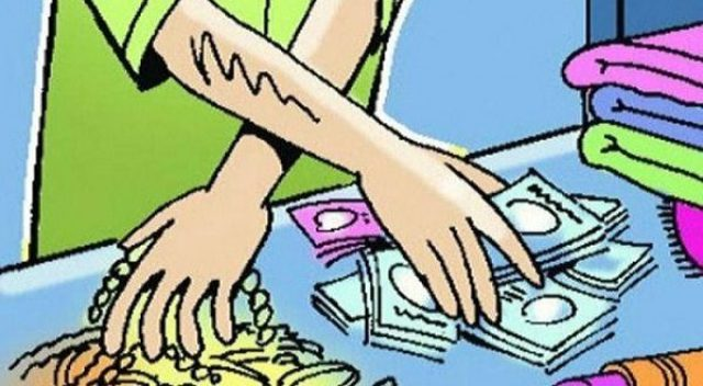 मध्यरातमा करिब २० लाखभन्दा बढी मूल्यको धनमाल चोरी