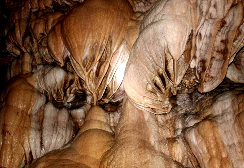 हेर्नुहोस्  कहाँ-कहाँ अनि कस्ता गुफा छन् त ? प्रचार गरौं, पर्यटक आकर्षण गरौं