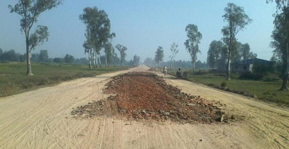 हुलाकी सडकको निर्माण कार्य शुरु गर्न स्थानीयवासीको चेतावनी