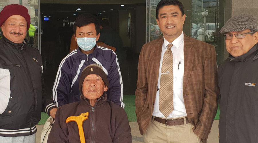 ग्राण्डीद्धारा १०५ बर्षीय बृद्धको निःशुल्क उपचार