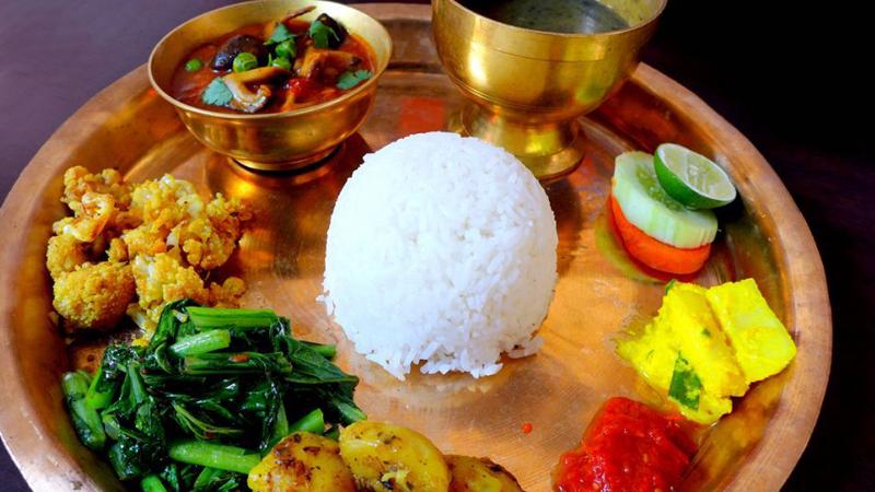 दश रुपैयाँमै खाना खुवाउँछन् नेपालगन्जका नरेश