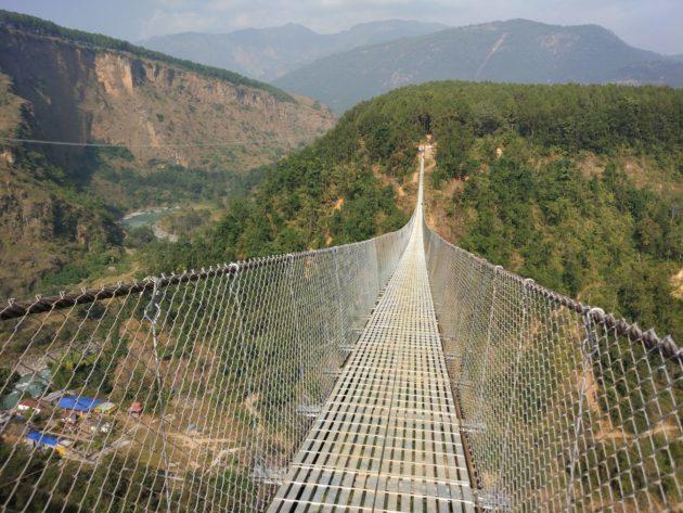 निर्माणको अन्तिम चरणमा एशियाकै लामो झोलुङ्गे पुल