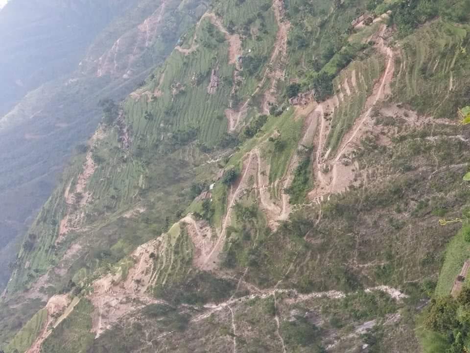 पर्यटकले रुचाएनन् कङ्क्रिट पदमार्ग