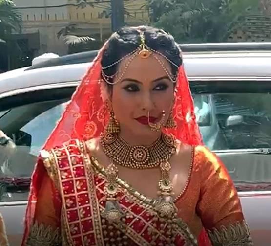 बलिउड अभिनेत्री काम्याले  गरिन् दोस्रो विवाह, हेर्नुहोस् इन्गेजमेन्ट र विवाहका तस्विरहरु