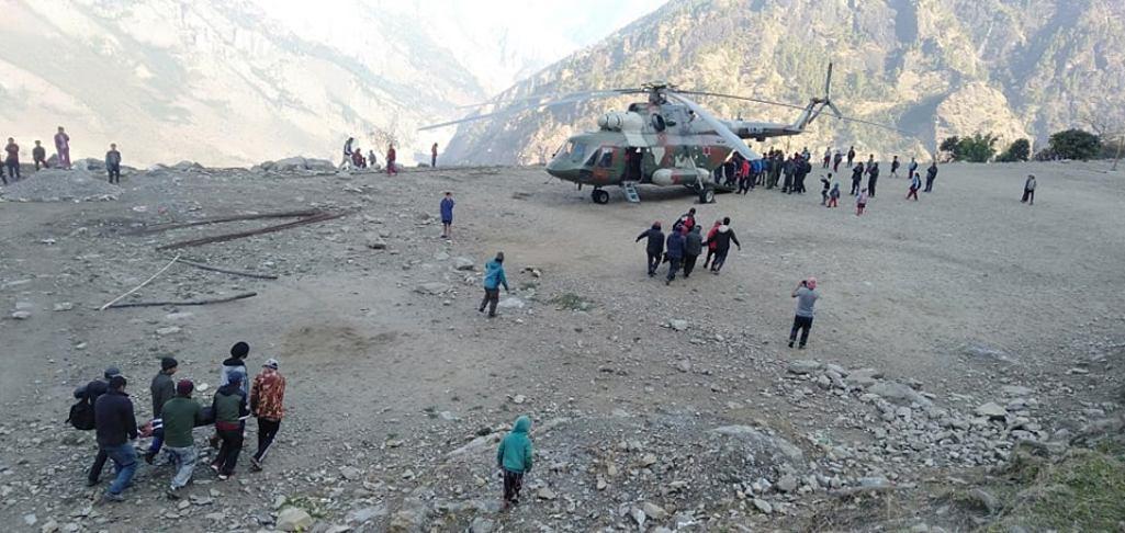 गोरखा दुर्घटनाका घाइतेलाई सेनाको हेलिकोप्टरमार्फत काठमाडौं ल्याइयो