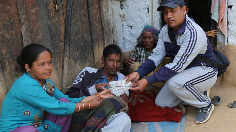 हङकङ समाजले पठायो पत्रकार सुमनको उपचारका लागि १ लाख रुपैयाँ