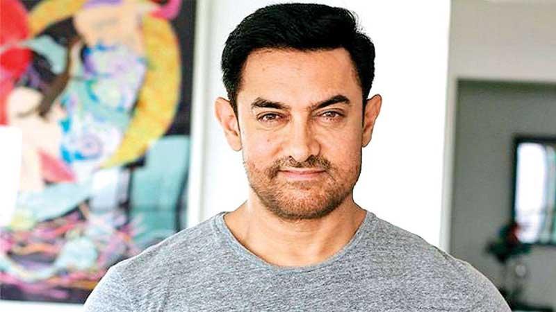 वलिउड नायक आमिर खानको घरमा पनि कोरोना संक्रमित भेटिए
