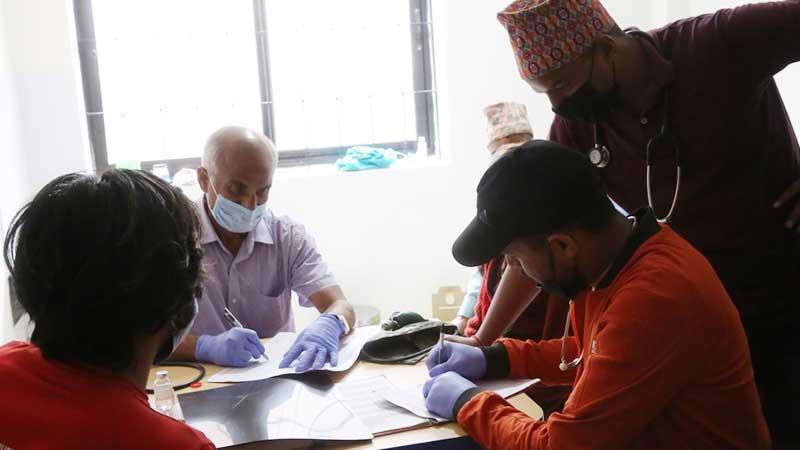 डाक्टर गोबिन्द केसीद्धारा मुगुमा दुई जनाको सल्यक्रिया डेढ सयको परिक्षण