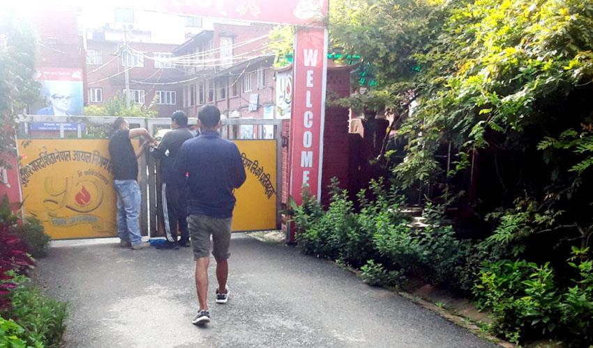 नेपाल आयल निगमको कार्यालयमा तालाबन्दी