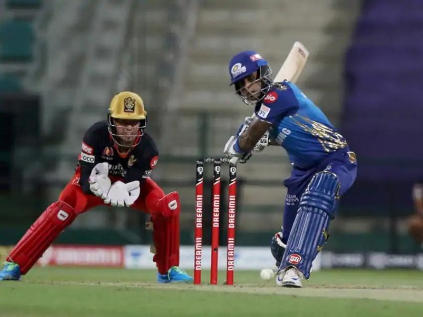 बेङ्गलोरलाई ५ विकेटले पराजित गदैँ मुम्बई प्लेअफमा