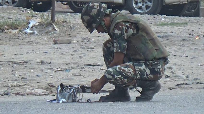नेपाली सेनाद्वारा दुई वटा सकेट बम निष्क्रिय