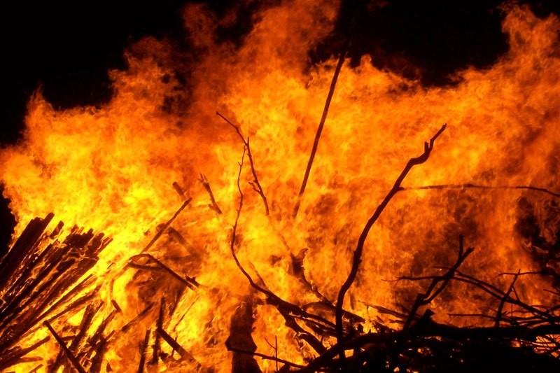 फुङ्लिङमा आगलागीबाट ३३८ परिवार विस्थापित १५२ घर जलेर नष्ट