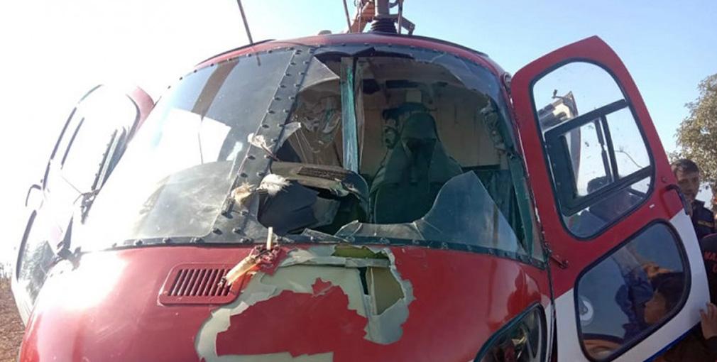 बाग्लुङबाट काठमाडाैं आउँदै गरेको हेलिकप्टर चिलसँग ठोक्किएपछि आकस्मिक अवतरण