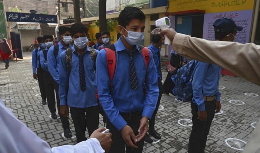 कोेरोना संक्रमितहरुको संख्या बढ्दैँ गएपछि पाकिस्तानमा शैक्षिक संस्थाहरु फेरी बन्द, परिक्षा पनि स्थगित