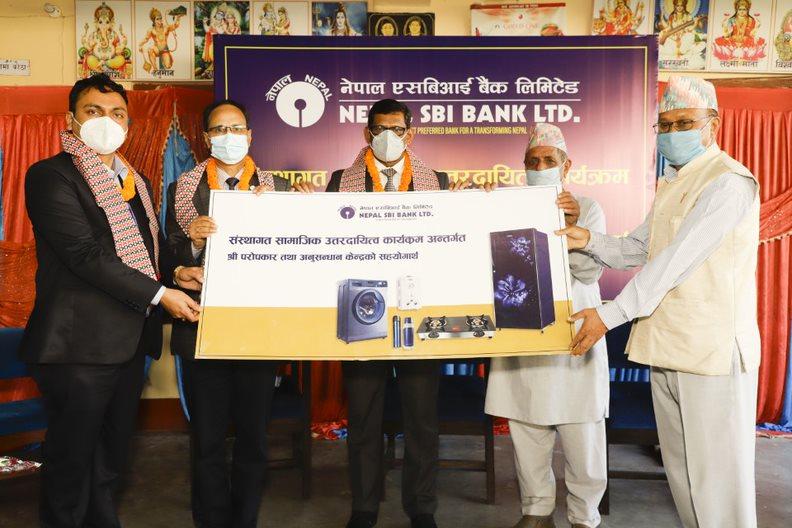 नेपाल एसबिआई बैंकद्धारा परोपकार अनुसन्धान केन्द्रलाई विद्युतीय उपकरण हस्तान्तरण