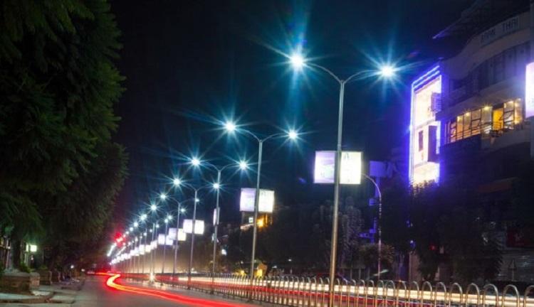 काठमाडौँ महानगरपालिकाद्वारा आधुनिक सडक बत्ती जडान गरिँदै