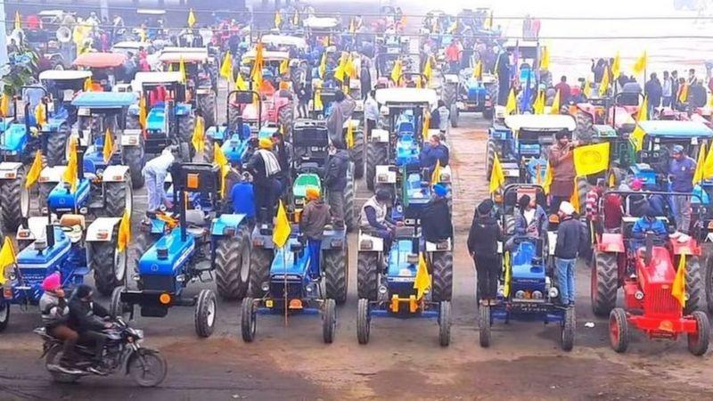 भारतमा गणतन्त्र दिवसका दिन किसानहरुको ट्याक्टर र्याली प्रदर्शन