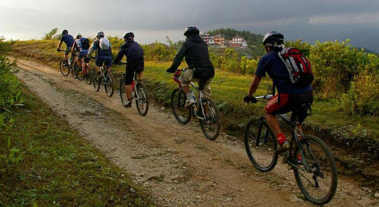 पर्यटन प्रवद्र्धनका लागि मकवानपुरगढीबाट सिन्धुलीगढीसम्म साइकलयात्रा सुरु