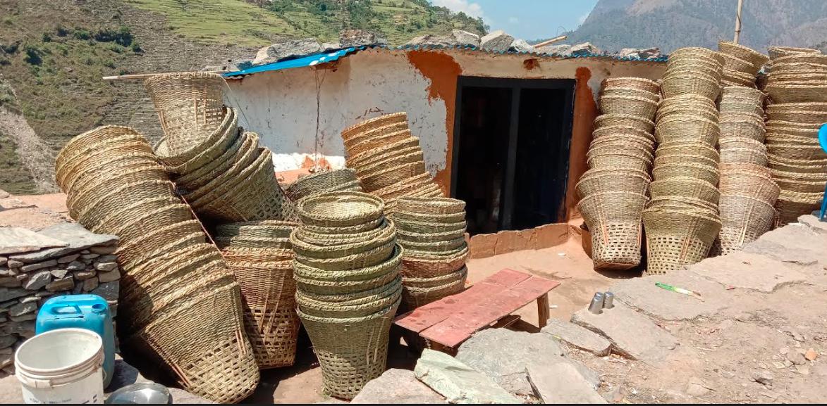 डोको–डालो बुनेरै घर खर्च चलाउँदै नवलपरासीका महिला
