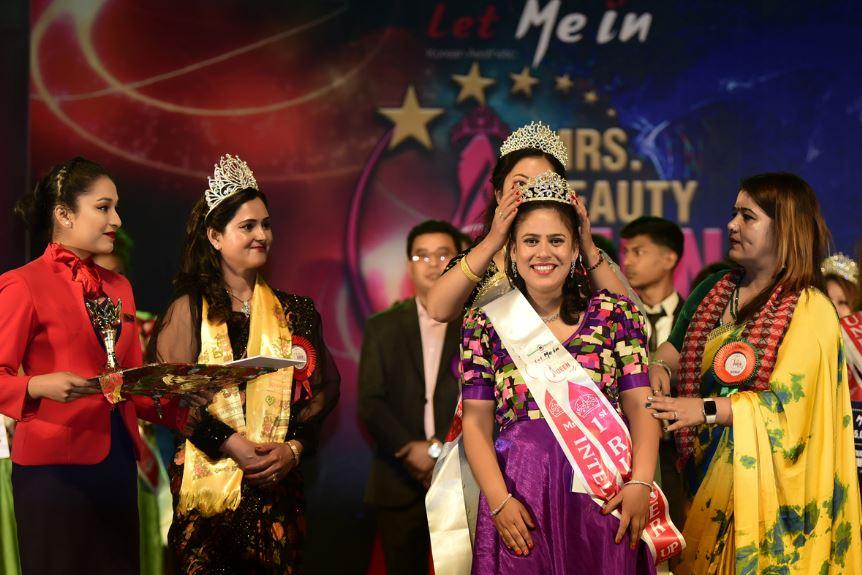 'लेट मी इन मिसेज ब्युटी क्विन नेपाल सिजन ४' की विजेता बनिन् रश्मि शाक्य