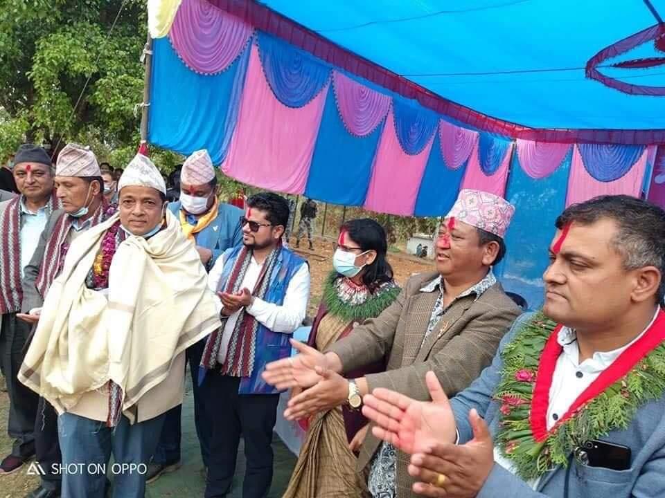 नेपाली कांग्रेसका नेता ध्रुव पंगेनीको नेतृत्वमा १ सय २० जना एमालेमा प्रवेश