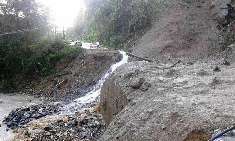 अविरल वर्षाका कारण कर्णाली राजमार्ग अवरुद्ध