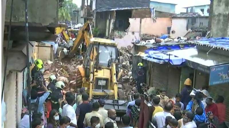 वर्षाका कारण घर भत्किँदा मुम्बईमा ११ जनाका मृत्यु ७ घाईते
