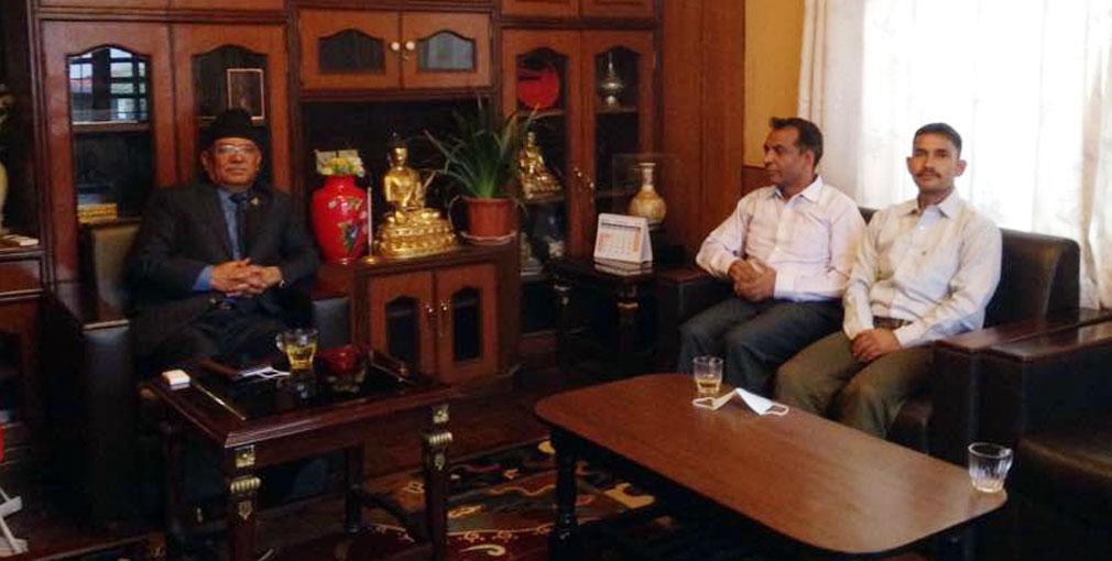 प्रचण्डलाई भेट्न किन पुगे विप्लवका नेताहरु ?