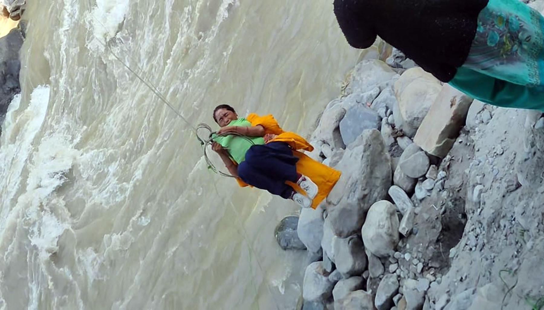 दार्चुलामा अझै बनेन झोलुङ्गे पुल, व्याँसवासी अझै तुइनकै भरमा